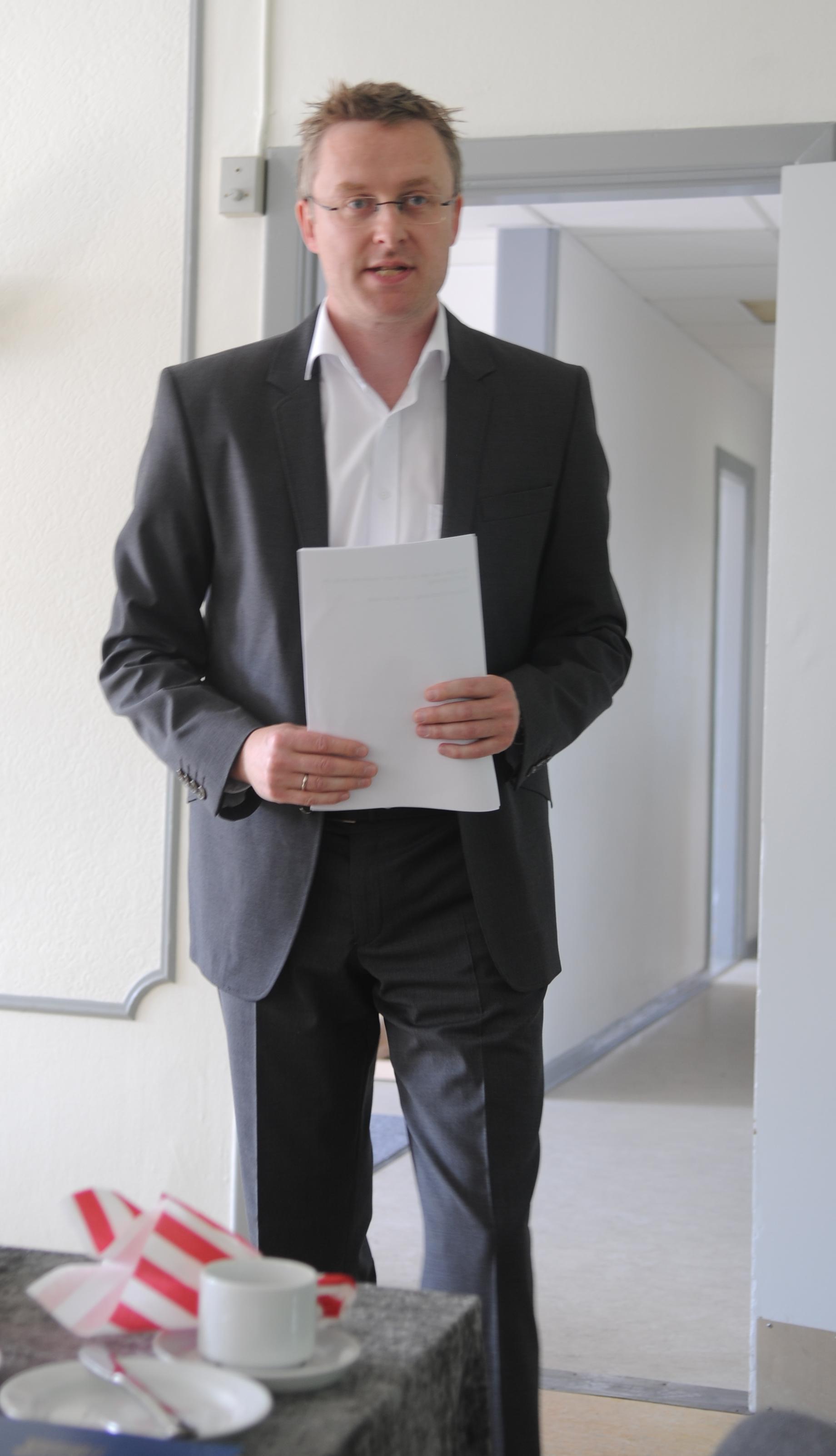 Jacob Jensen holdt årets Grundlovstale i Ugerløse Fritidscenter.