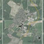 Luftfoto med vejføring i eller øst om byen