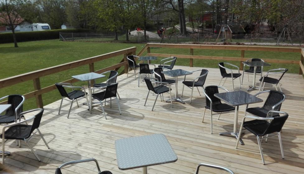 Terrasse med cafemøbler